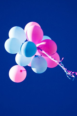 Colorful-Balloons-Blue-Sky-iphone-4s-wallpaper-ilikewallpaper_com